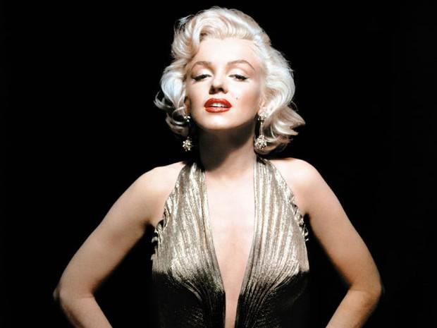 Nascida Norma Jeane Mortenson em 1º de julho de 1926, em Los Angeles, Estados Unidos, Marilyn Monroe não conheceu o pai e conviveu pouco com a mãe, que tinha problemas psicológicos e deixou a filha num orfanato (Foto: Running Press/AP)