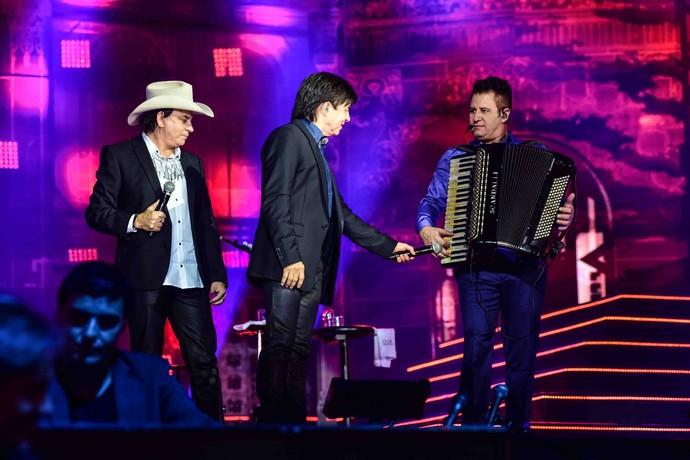 A parceria entre as duplas rendeu composições inéditas no DVD (Foto: Léo Franco/Divulgação)
