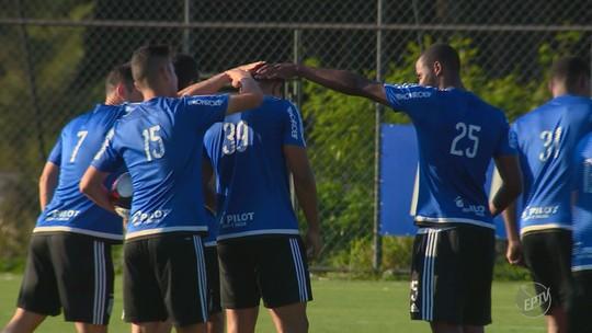 Em jogo-treino, Kleina observa Cajá, Nino e opções para a zaga da Ponte