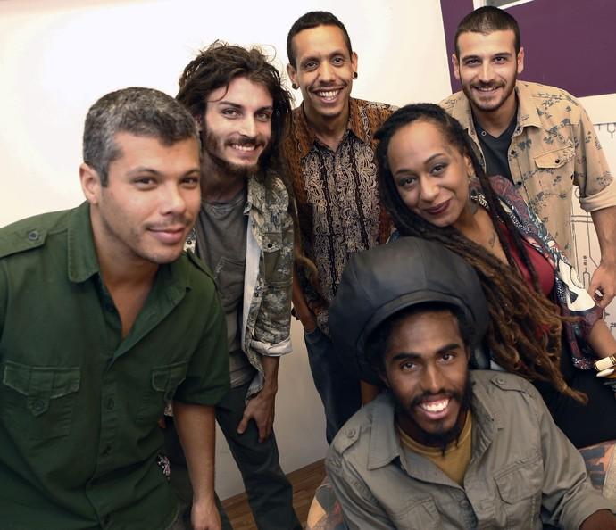 GrooVI comemora resultado do telão nos bastidores do SuperStar (Foto: Inácio Moraes/Gshow)