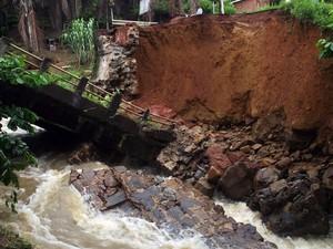 TRanstornos chuvas Bahia (Foto: Reprodução/TV Bahia)