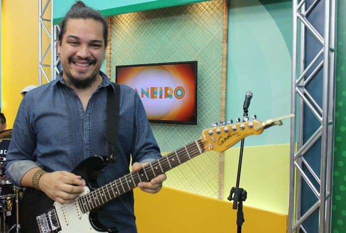 Adriano Arcanjo canta MPB desde criança (Foto: Wendy Queiroz/ Paneiro)