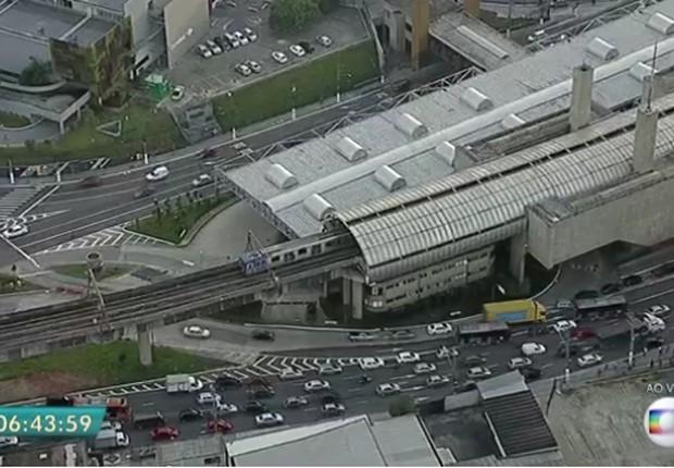 Paralisação no transporte em São Paulo afeta ônibus e metrô (Foto: Reprodução/TV Globo)