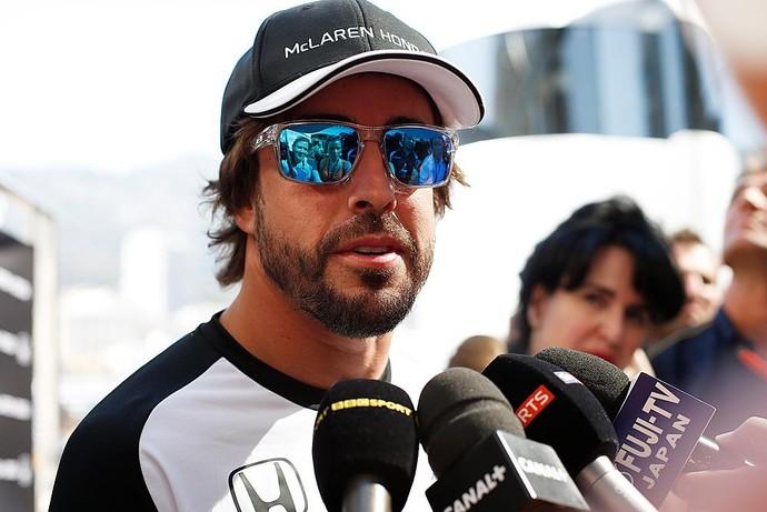 Fernando Alonso conversa com jornalistas em Monte Carlo, palco do GP de Mônaco (Foto: Divulgação)