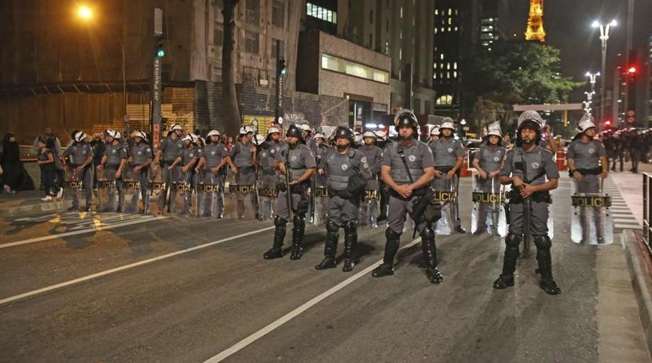 Tropa da PM paulista: soldados fazem ronda a pé (Foto: Estadão Conteúdo)