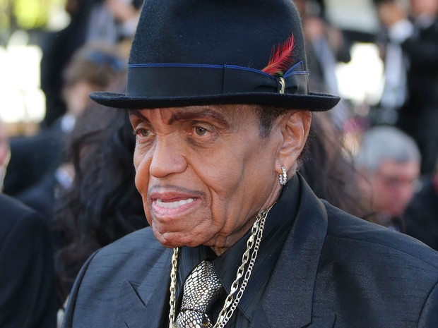 23/05 – O empresário Joe Jackson, pai de Michael Jackson, chega à première de 'Clouds of Sils Maria', no 67º Festival de Cannes (Foto: AFP Photo/Loic Venance)