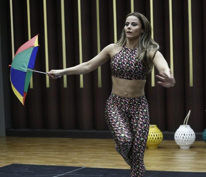 Viviane Araújo aparece loira no ensaio desta terça do 'Dança 2015' (Foto: Inácio Moraes / Gshow)