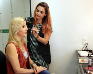 Paula comentou seus cuidados com maquiagem (Foto: Guilherme Toscano / Gshow)