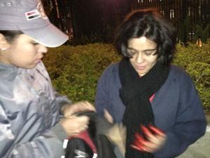 Mulher sofreu ferimento na mão durante ato em São Paulo (Foto: Marcelo Mora/G1)