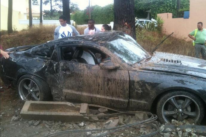 Jara, do Benfica, sofre acidente de carro (Foto: Reprodução / Twitter)