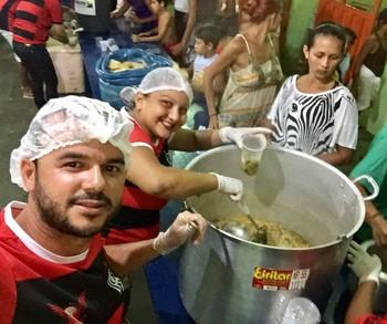 Torcida do Fla faz doações à famílias atingidas por enchente em Cruzeiro do Sul  (Foto: Fernando Magalhães/ arquivo pessoal )