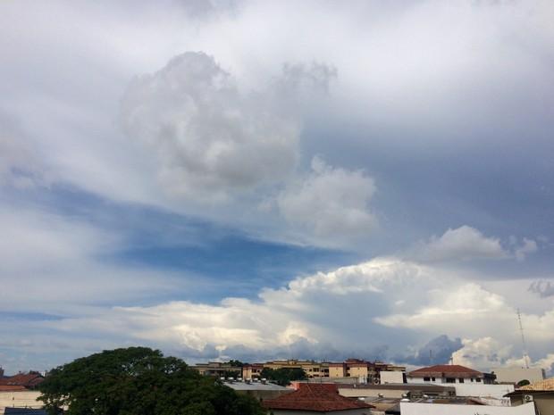 Céu de Campo Grande na tarde desta quarta-feira (14) (Foto: Maria Caroline Palieraqui/G1 MS)