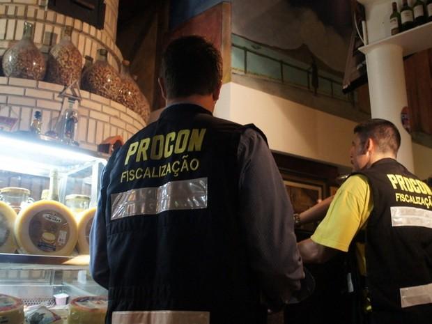 Procon vistoriu 15 estabelecimentons na Beira-Mar Norte, em Florianópolis (Foto: Procon/Divulgação)