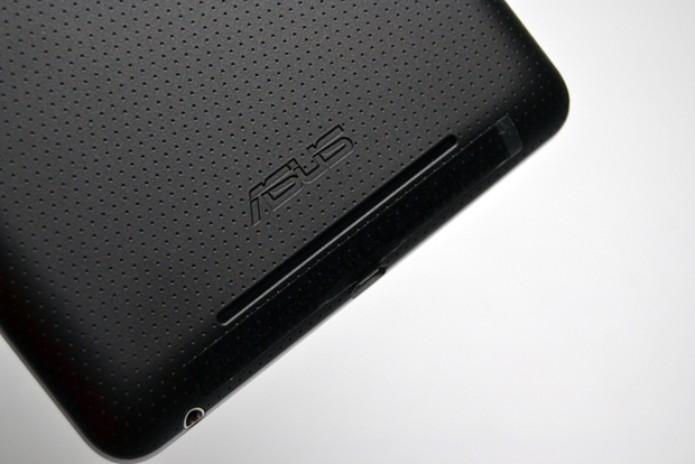 Há apenas essa saída de som no Nexus 7 (Foto: Stella Dauer)