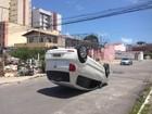 Carro colide contra veículo e capota na Jatiúca, em Maceió