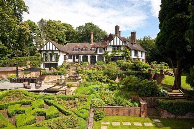 Antiga casa de John Lennon pode ser sua por US $ 11,7 milhões (Foto: Reprodução)