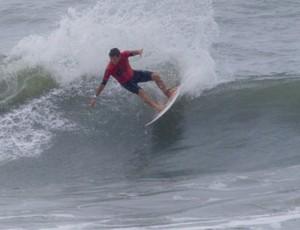 Magno Pacheco surfista (Foto: Silvia Winik / FMA)