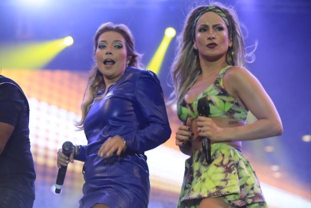 Claudia Leitte e Luiza Possi no palco (Foto: Fred Pontes/Divulgação)