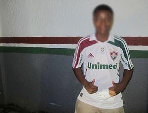 menino que ganhou camisa do Deco  (Foto: Rafael Cavalieri / Globoesporte.com)