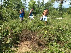 Corpo de adolescente foi encontrado próximo ao aeroporto de Bayeux, na Paraíba (Foto: Walter Paparazzo/G1)