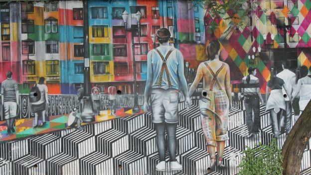 Em cores fortes, Kobra tenta resgatar memórias de São Paulo (Foto: Charles Humpreys/BBC)