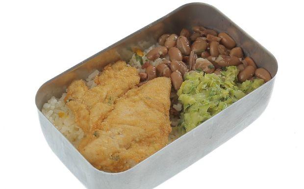 Cozinheiros em Ao - 3 temporada - Ep. 2 - Marmita - Fil de frango  milanesa com arroz, feijo e salada de abobrinha (Foto: Adalberto de Melo