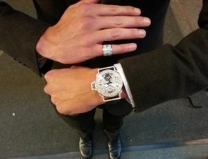 Medalhista em Londres, Ryan Lochte ganha relógio de diamante de R$ 1 milhão (Foto: Reprodução/Twitter)