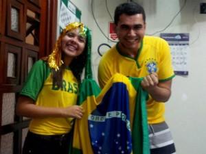 Jornalistas Camila Barros e Diego Souza na redação em Governador Valadares. (Foto: Diego Souza / Inter TV MG)