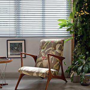 Mudar de casa não significa abrir mão dos móveis antigos. (Foto: Lufe Gomes)