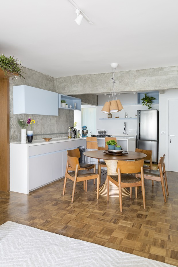 Aparador Loja Gato Preto ~ UP DECORA Decoraç u00e3o de apartamento ganha aconchego usando concreto e marcenaria