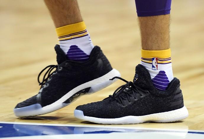 Tênis da Adidas da linha de James Harden usado por Lonzo Ball (Foto: Getty Images)
