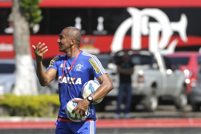Cristóvão Borges comanda treino do Flamengo nesta quinta-feira (Foto: Gilvan de Souza/ Fla Imagem)