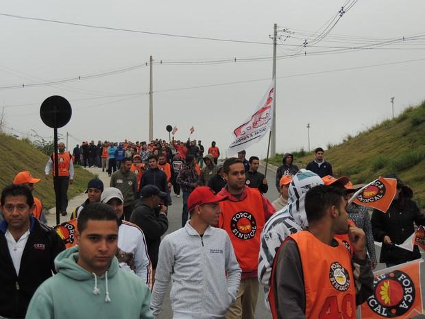 Sindicalistas fazem várias reinvidicações em Mogi, entre elas fim do fator previdenciário. (Foto: Pedro Carlos Leite/G1)