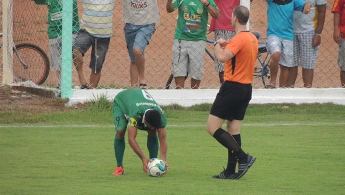 Árbitro Alisson Furtado em partida no estádio Rezendão (Foto: Gil Correia/Arquivo Pessoal)