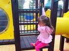 Ticiane Pinheiro mostra Rafaella Justus brincando em parquinho da escola