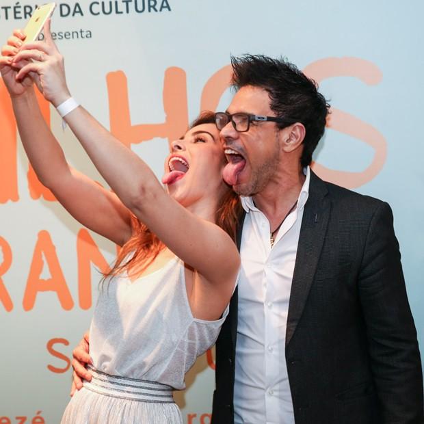 Wanessa e Zezé Di Camargo fazem careta para selfie (Foto: Marcos Ribas/BrazilNews)