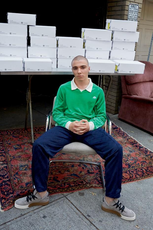 Rocco Ritchie estrela campanha da adidas Originals by Alexander Wang (Foto: Juergen Teller/Divulgação)