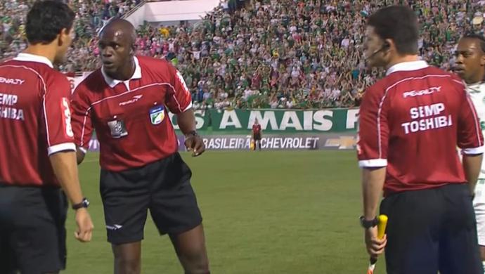Jaílson Macedo Freitas, árbitro de Chapecoense x Palmeiras (Foto: Reprodução/SporTV)