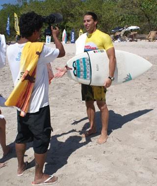 Todos os dias, os competidores treinam na água e participam de uma preparação física (Foto: Monica Agra/ Globo)