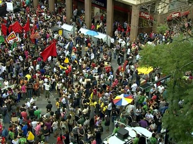 Esquina democrática, Porto Alegre, RS, protesto (Foto: Reprodução/RBS TV)