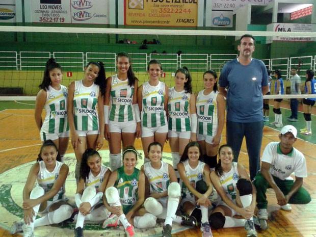 Projeto Voleimania atende meninas em Bom Despacho (Foto: Arquivo Pessoal /Gerbert  Ariel Delfino)