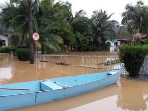 Em Guaramirim, aproximadamente mais de 15 mil pessoas ficaram desabrigadas e 400 desabrigadas (Foto: Defesa Civil/Divulgação)