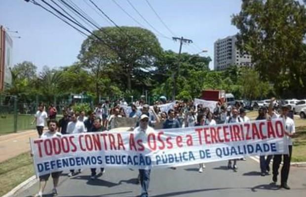 Professores realizaram protesto contra a tercerização das escolas em Goiás (Foto: Reprodução/Arquivo Pessoal)