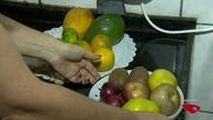 Lucy dá dica para acabar com mosquitinhos de frutas e verduras