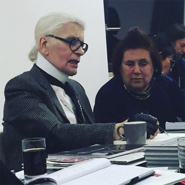 Choupette's gone! And I've got Karl back to explain all about the Chanel Metier d'Arts show in Hamburg - once the Lagerfeld family's home town (Foto: @suzymenkesvogue)