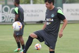 Possível titular, Cáceres testa preparo físico para suportar jogo completo