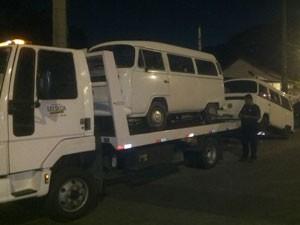 Operação apreende 37 veículos na Ilha do Governador (Foto: Divulgação / Coordenadoria Especial de Transporte Complementar)