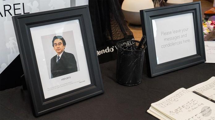 Nintendo World Store de Nova York abriu espaço para um memorial ao falecido Presidente da empresa (Foto: Reprodução/My Nintendo News)