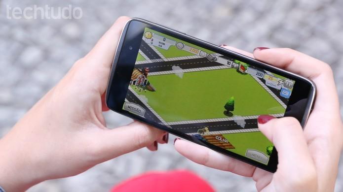 Idol 3 roda Android 5.0 Lollipop com apps da Alcatel (Foto: Lucas Mendes/TechTudo)