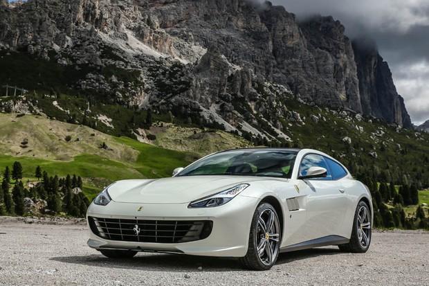 Estilo da FF foi atualizado, mas a Ferrari afirma que a GTC4Lusso é 90% nova (Foto: Divulgação)